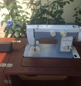 Швейная машинка Чайка -142м
