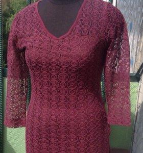 Платье бордовое из гипюра
