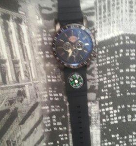 Часы с компасом не разу не одевал
