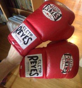 Боксерские перчатки Reyes