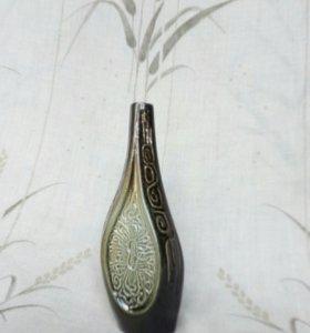Маленькая керамическая вазочка