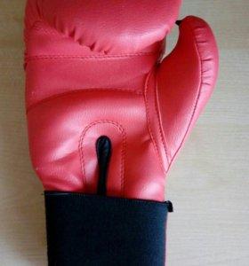 Перчатка боксерская