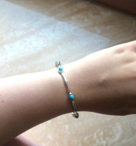 Тонкий браслет с голубыми камнями