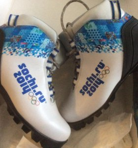 Ботинки лыжные +лыжи+палки
