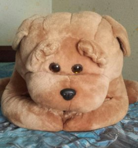 Большая мягкая игрушка в виде собаки