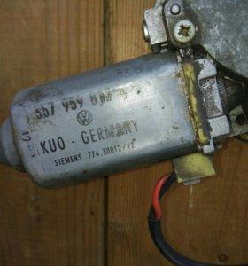 Задний электростеклоподьемник правый.