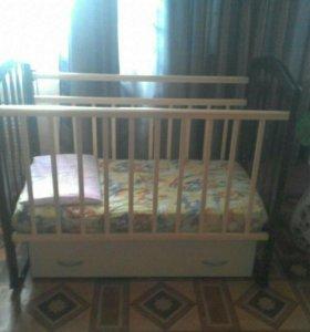 Детская кроватка с маятником поперечным и комодом