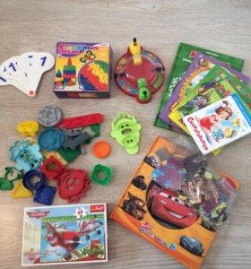 Набор книг, игр, форм для пластилина, песок, пазлы