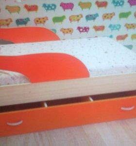 Кровать детская с матрацем.