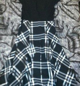 Черное платье в клеточку.