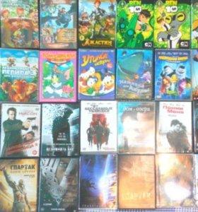 диски с фильмами, играми