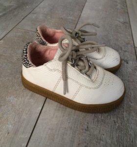 Ботинки Zara для девочки (детская обувь)