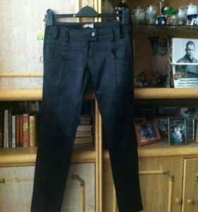 Шикарные черные атласные брюки