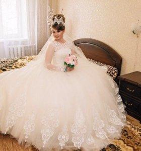 Продам свадебное платье и корону ручной работы.