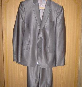 Серый костюм, одевался 2 раза , как школьная форма