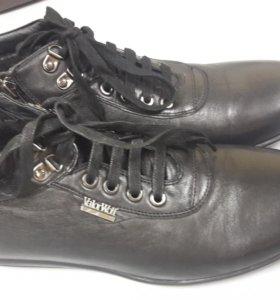 Ботинки новые кожа 39 размер