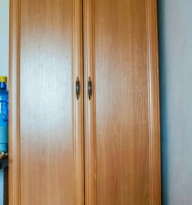 Шкаф и комод.