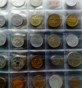 200 монет разных стран мира в альбоме.