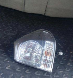 Задняя правая фара на Lexus