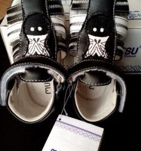 Детские новые сандали р-р20