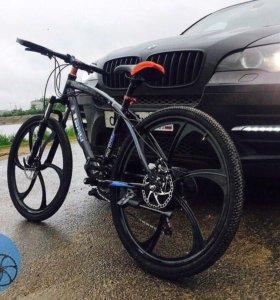 Велосипед БМВ X 1 на литых дисках (новые )