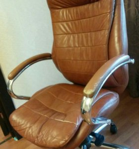 Удобное офисное кресло (кожа)