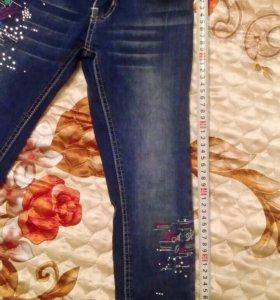 Продам детскии джинсы