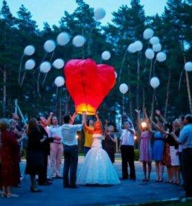 Небесные фонарики в форме сердца на свадьбу