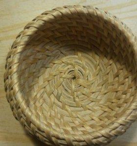Сувенирная плетенная ваза
