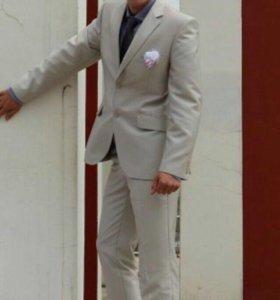 Продам красивый костюм