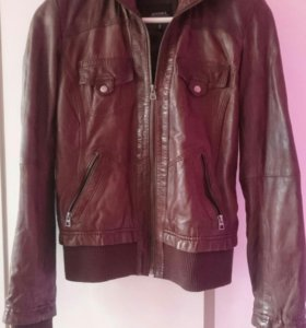 Кожаная куртка BERSHKA M 42-44