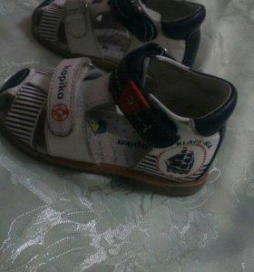 Детские ботинки фирмы Капика
