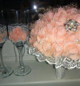 Букетик из роз фоамирана или из атласных лент .