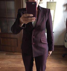 Брючный костюм цвета бордо. Раз. 42-44. Рост 160