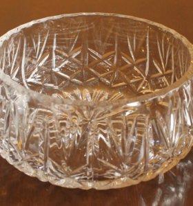 Хрустальные вазы горизонтальные и хрустальный рог