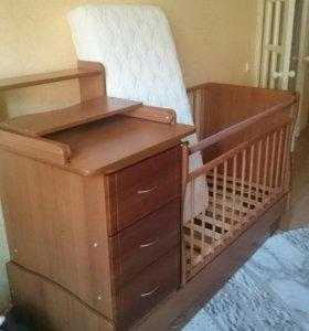 Кровать-маятник с пеленальным столиком и матрасом