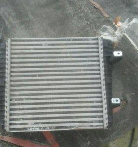 Радиатор интеркулера левый Фольцваген Туарег