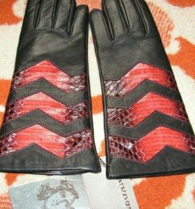 Перчатки со вставками из кожи питона