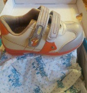 Детская обувь. кроссовки детские. НОВЫЕ