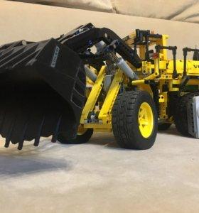 Лего трактор Volvo
