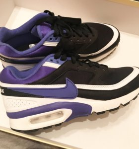 Кроссовки Nike.