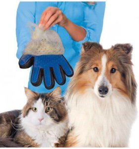 Перчатка для вычёсывания шерсти у собак и кошек