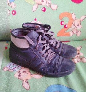 Кожаные ботинки на юношу