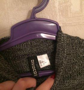 Серый свитер тонкой вязки