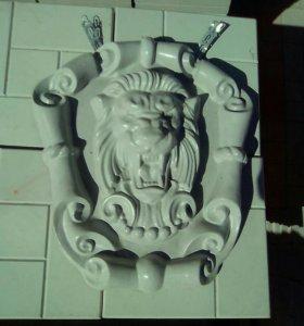 Лев на картуше, герб рф из бетона