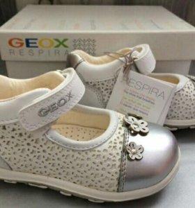 Новые туфли Geox. Размер 22.