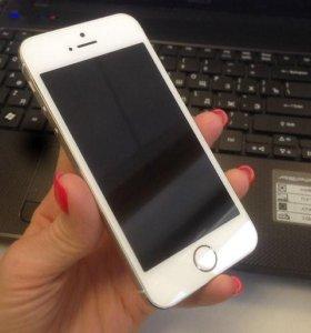 Айфон 5s в золотистом цвете на 16Гб