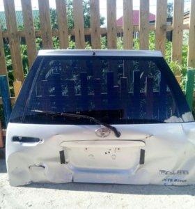 Дверь багажника Toyota Raum