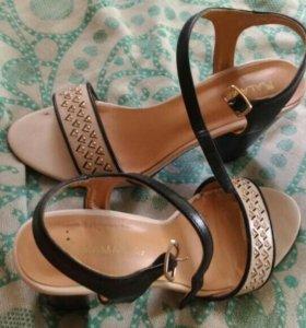 Босоножки на каблуке 👠