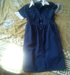 Продам платье школьное.